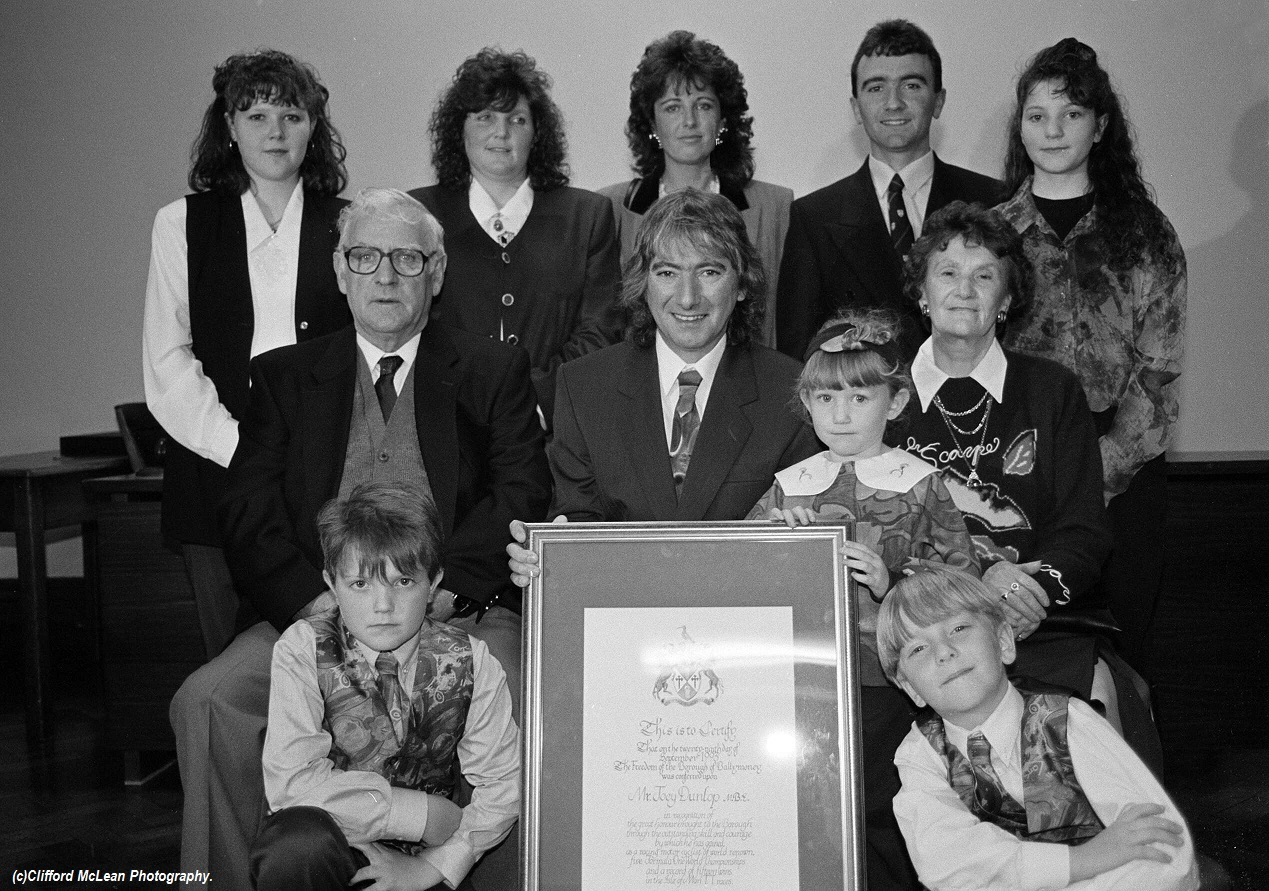 JOEY DUNLOP OBE WITH FAMILY DIEULOIS